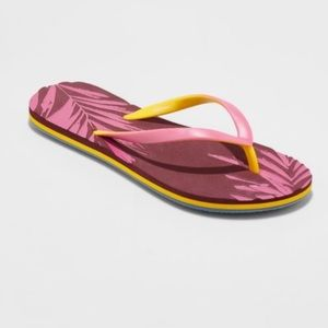 Xhilaration Delta Palm Fern Leaf Textured Sandals